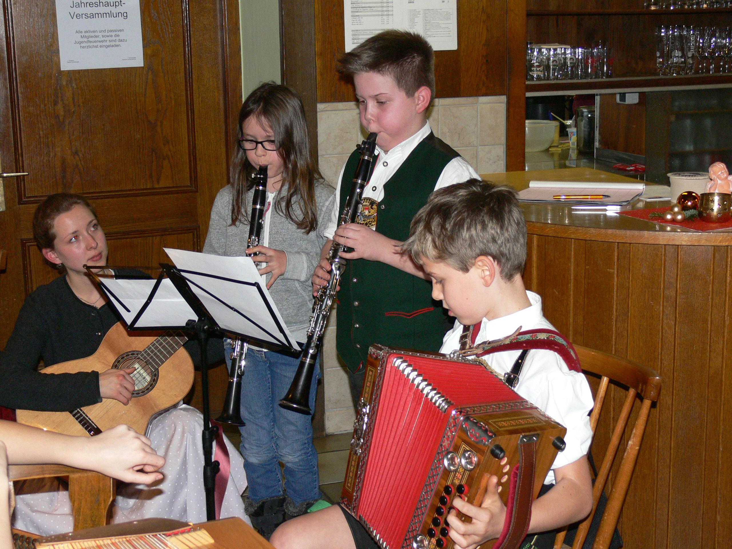 Die Nachwuchs- Musikanten spielen auf